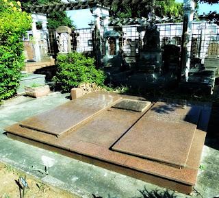 Sepultura de Otávio Rocha - Cemitério Santa Casa