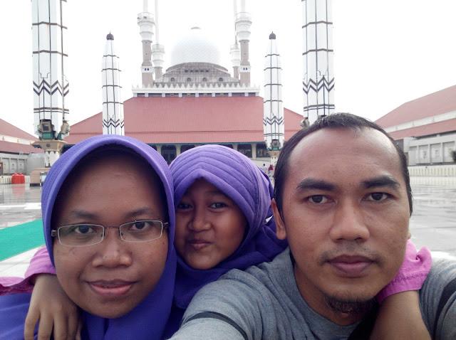Foto Bersama di depan Masjid Agung Jawa Tengah