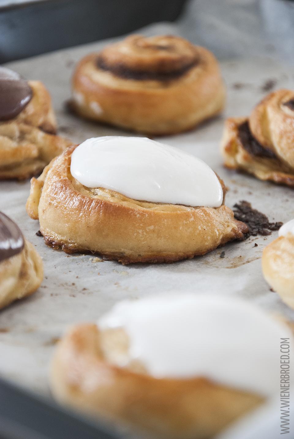 Rezept für Wienerbroed-Schnecken / Recipe for Wienerbroed buns [wienerbroed.com] dänischer Plunderteig mit Zimtfüllung und Puderzuckerguss / Danishs with cinnamon filling and glaze