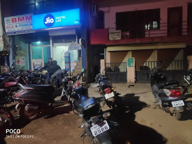 खबर तत्काल: राठौर प्लाजा में चल रहा था हुक्कावार,पुलिस ने पांच दबोचे | Shivpuri News