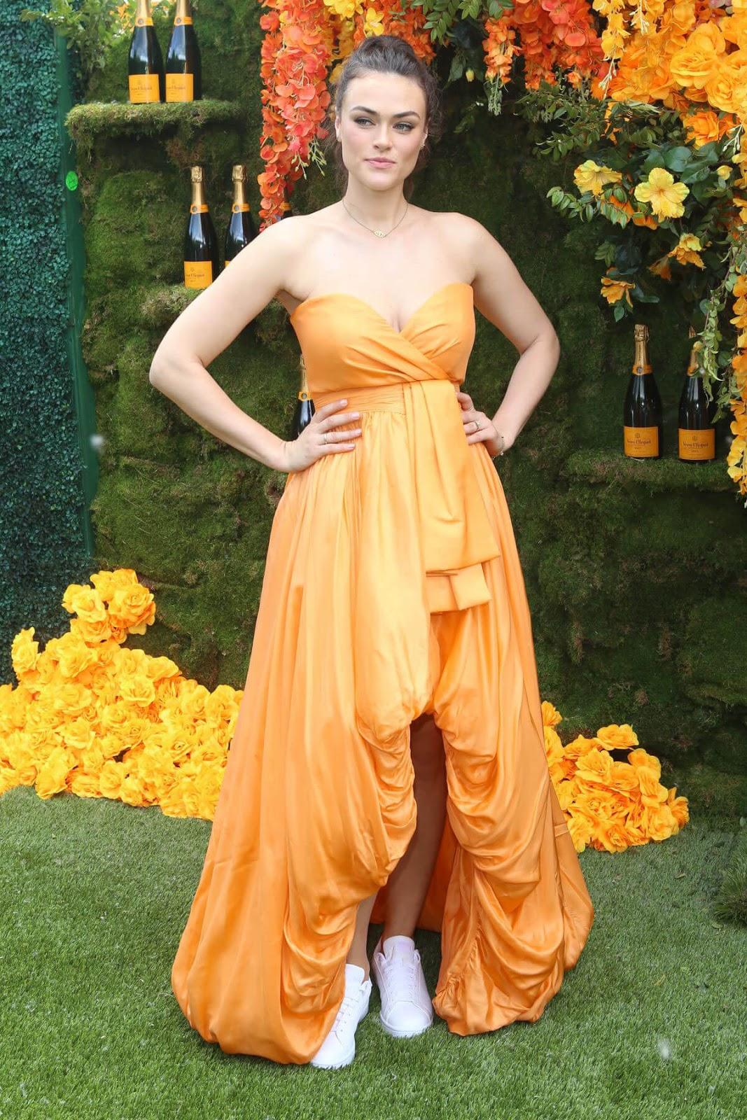 Calvin Klein's Plus-Size Model — Myla Dalbesio Is Size 10 ...