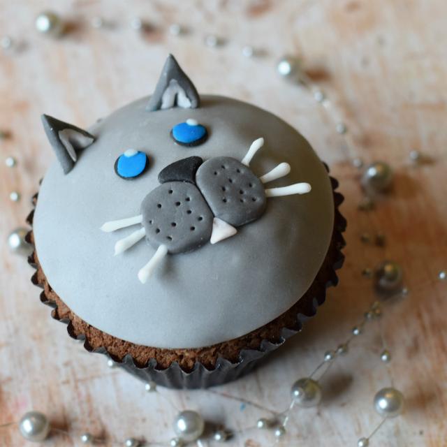 Fondant cat cupcakes
