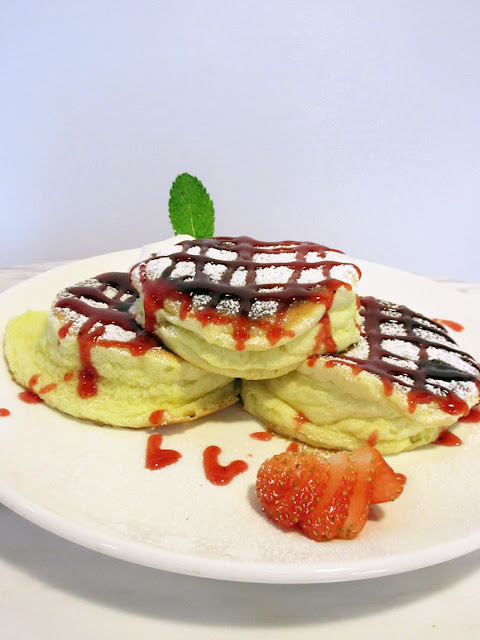 Whitewood Coffee - 草莓厚鬆餅, 其實不是souffle pancake吧