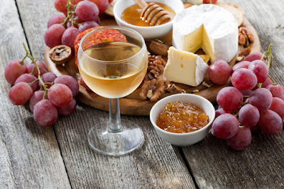 Dessert wine and cheese
