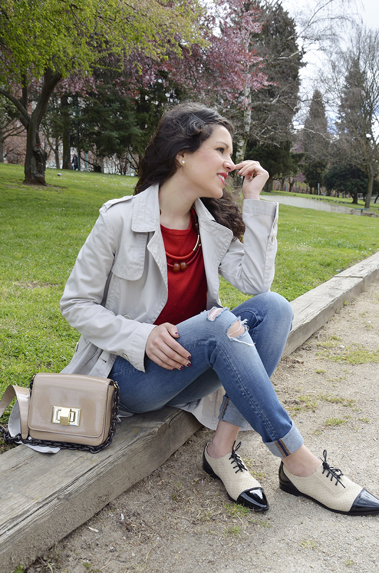 look-blogger-trench-jeans-mocasines-casual-trends-gallery