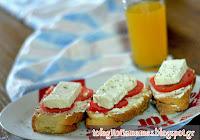 Ψωμί με τυρί σε κρέμα, ντομάτα και φέτα!  - by https://syntages-faghtwn.blogspot.gr