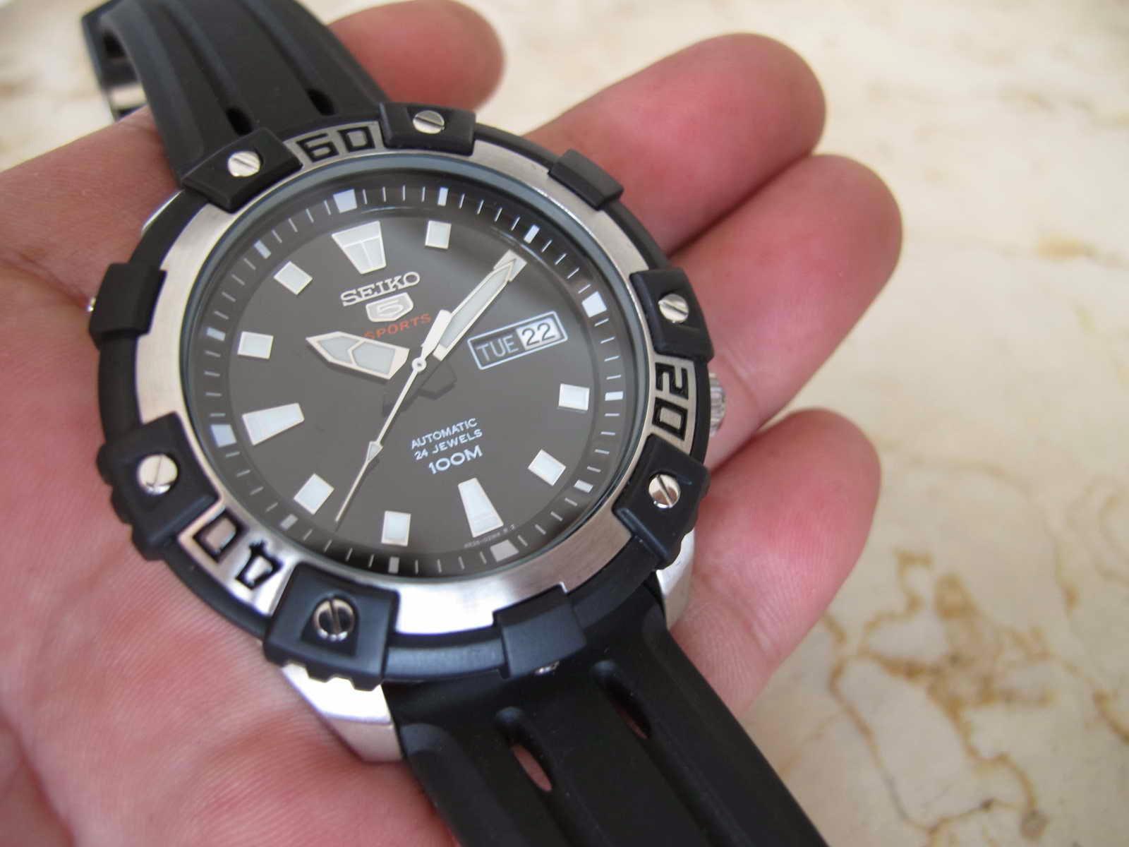 Berikut dengan crown 48 mm... Panjang lug atas ke bawah 50 mm... Tebal case  13 mm dan lebar lug 22 mm... Kondisi Brand New Watch... lengkap dengan box ceb1265f01