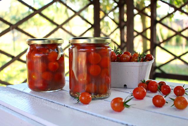 Kiszone pomidorki koktajlowe.