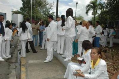 Médicos paralizan hospitales públicos por séptima vez consecutiva en la RD