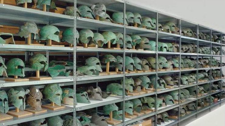 Γιατί υπάρχουν τόσες πολλές περικεφαλαίες στην Αρχαία Ολυμπία;