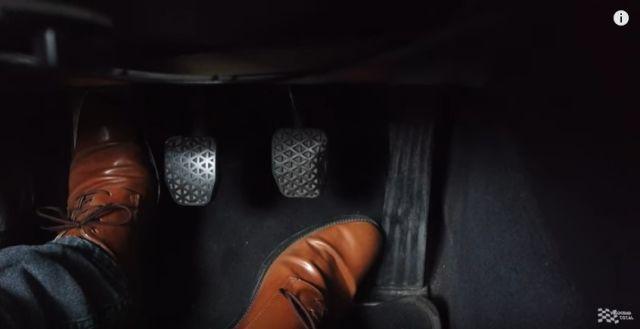 Pedales de vehículo