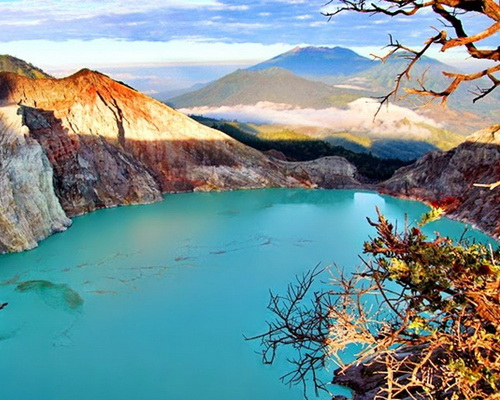 Travel.Tinuku.com Mount Ijen, watching amazing blue fire in acid lake and spill millions cubic sulfur into crater