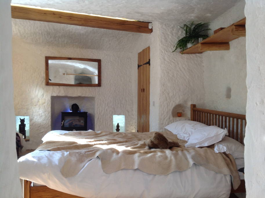 07-Naturally-lit-bedroom-Angelo-Mastropietro-Caveman-Architecture-in-The-Rockhouse-www-designstack-co
