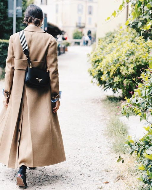 coat-beige+coat-camel+coat+bag-clutch-prada