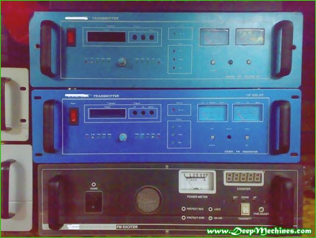Gambar Perangkat Pemancar FM Broadcast (FM Exciter)