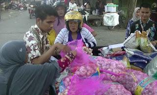 Stabilkan Harga Bawang Putih di Tulungagung, Bulog Gelar Operasi Pasar