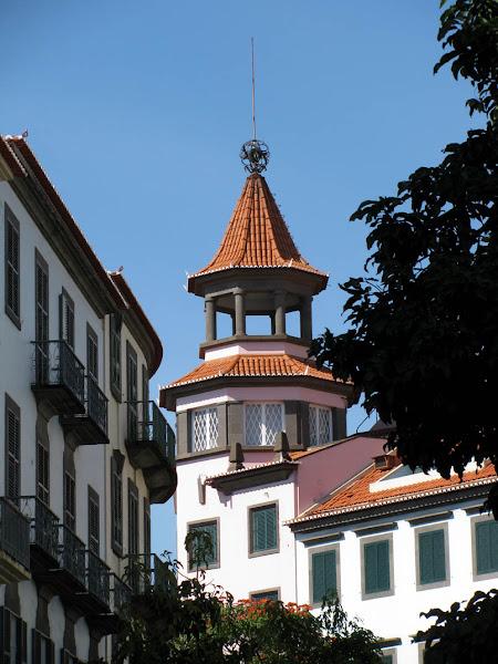 """""""Finanças"""" tower"""