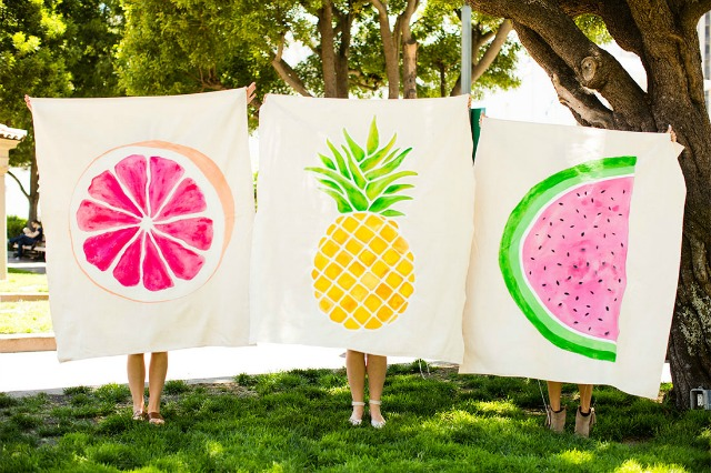 Love these DIY picnic blankets painted with tropical fruit!