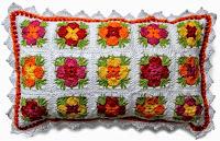 http://crochetesquemas.blogspot.cl/p/cojin-11.html