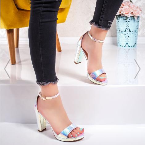 Sandale dama cu toc gros din piele lacuita argintii la moda vara 2020