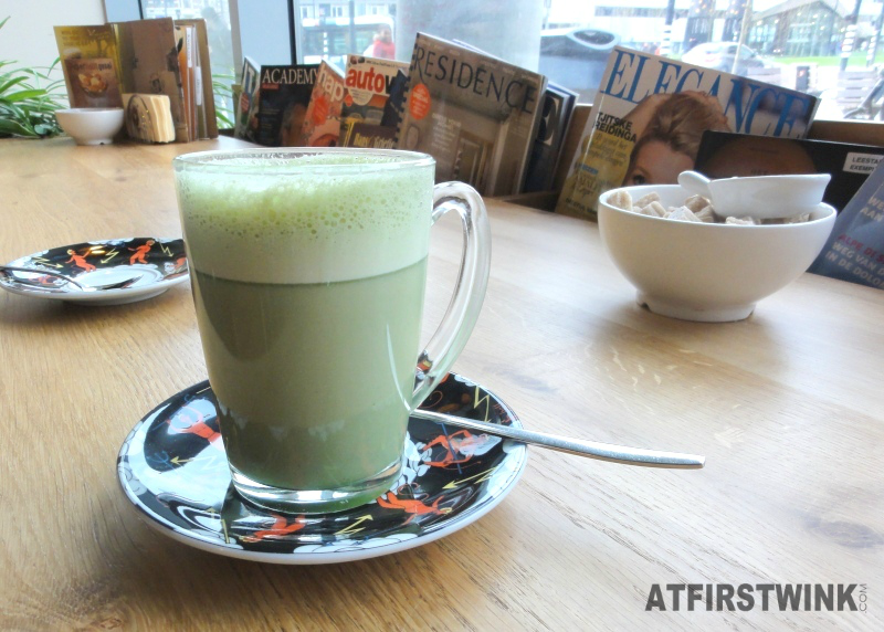Lunch at Bagels and Beans in Rotterdam: matcha latte soja melk