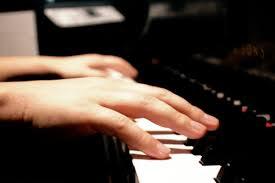Có 2 kiểu đệm đàn piano cơ bản
