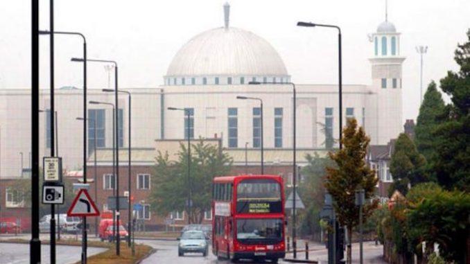 Ratusan Masjid di London Ditutup