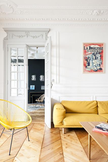 canapé jaune moutarde et fauteuil acapulco décoration vintage