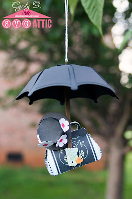 Mary Poppins accessories - Black umbrella with parrot handle, black pill hat with flowers and carpet bag