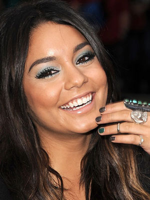 Isabella Roxy Trend Report The Ring Finger Nail Polish Trend