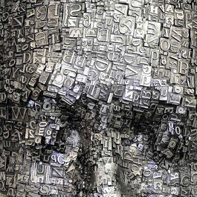 Escultura de  cara con tipos