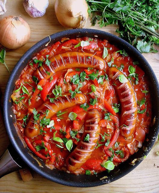 Kiełbaski w sosie paprykowym / Sausages in Red Bell Pepper Sauce