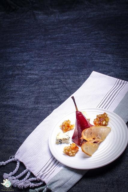 Fourmet d´Ambert mit Rotweinbirne, kandierter Birne und Dattel