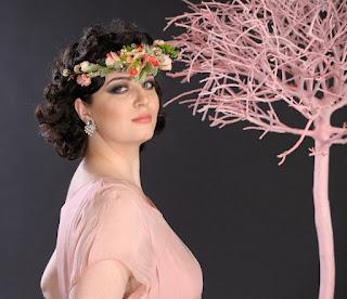 http://www.madamebriolette.ro/cumpara/coronita-cu-flori-delicate-aduce-primavara-in-sufletul-tau-649