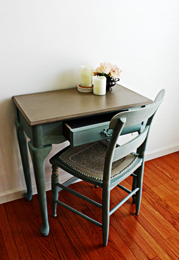 """The top measures 28"""" x 16"""" which is a perfect size for a small work space."""