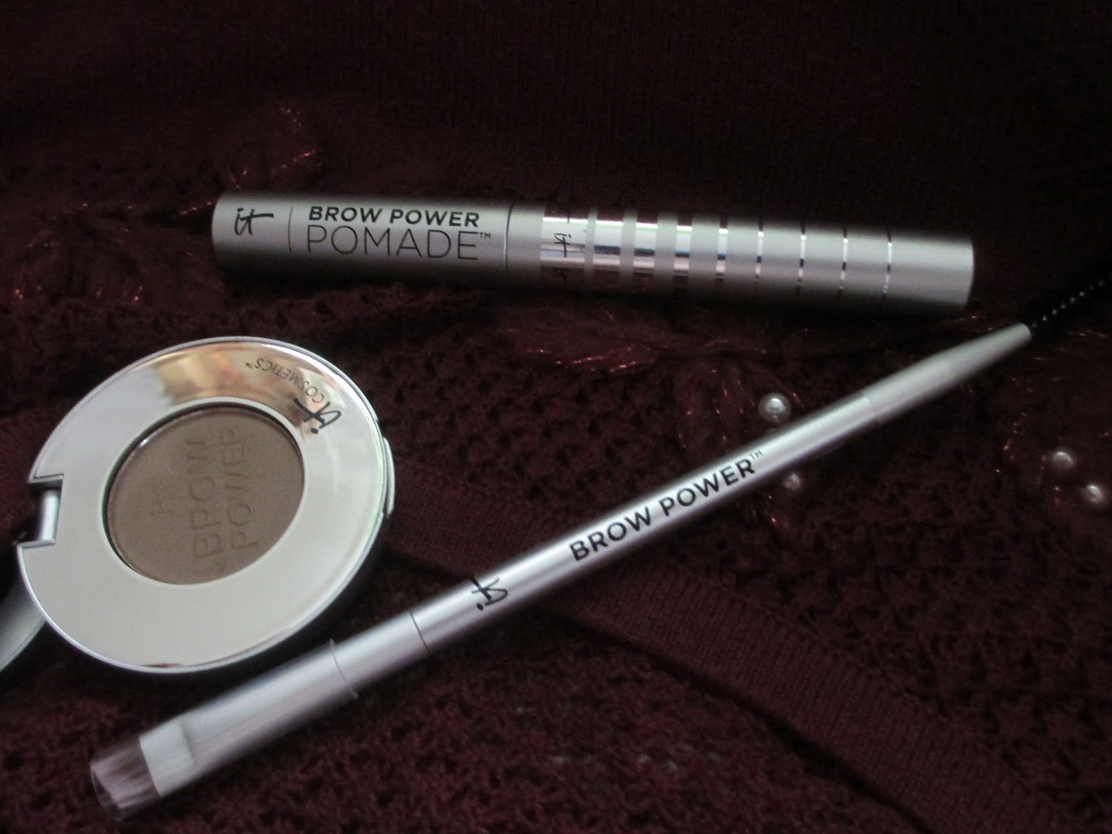 Whats Inside Your Beauty Bag It Cosmetics Brow Power Powderbrush