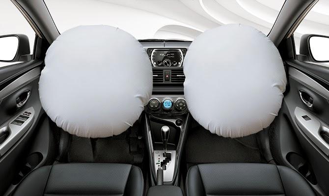 Hai túi khí phía trước giúp giảm chấn thương cho tài xế và người ngồi khi có tai nạn xảy ra