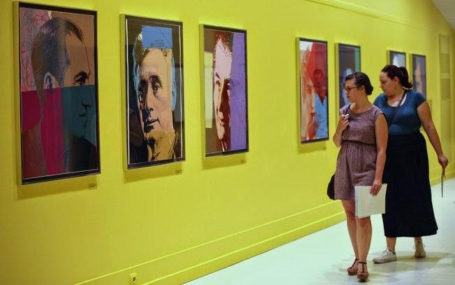 Obras de Andy Warhol sobre latas de sopa são reunidas em exposição na Turquia