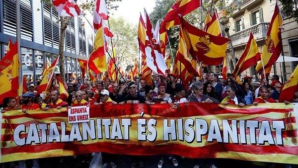 مسيرة مليونية في قلب برشلونة تصفع انفصاليي كاتالونيا