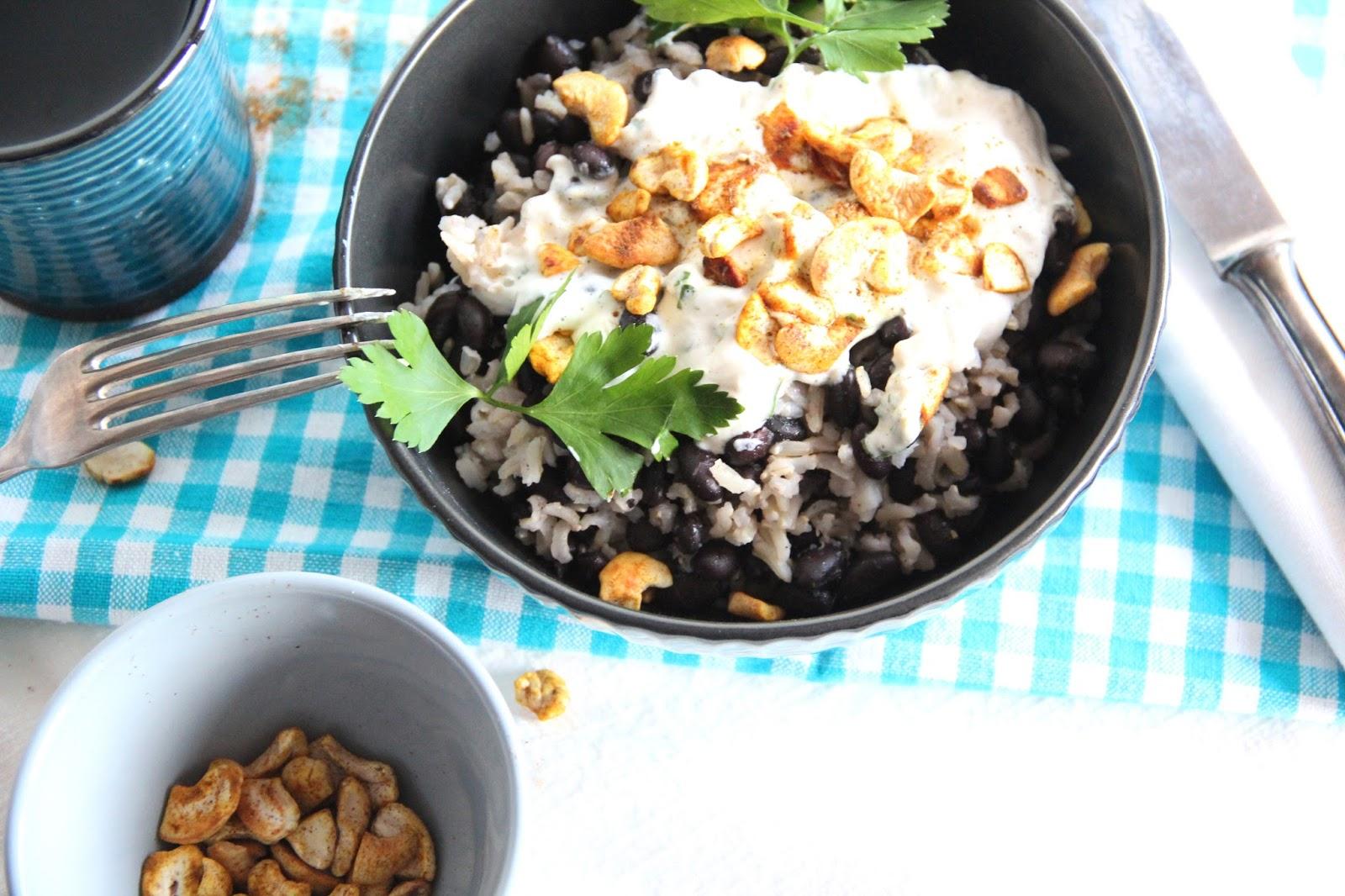 kirschbiene kocht schwarze bohnen mit vollkorn basmatireis und cashew blumenkohl dip. Black Bedroom Furniture Sets. Home Design Ideas