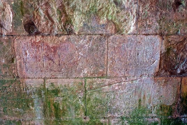 Brouage - de magnifiques vaisseaux gravés dans la pierre lorsque la citée fonctionnait encore comme un port !