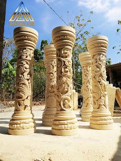Pilar tangga ukir yang dibuat dari batu alam paras jogja / batu putih