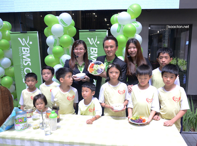 BMS Organics' CEO & nutritionist showing the organic dishes created by House of Joy children