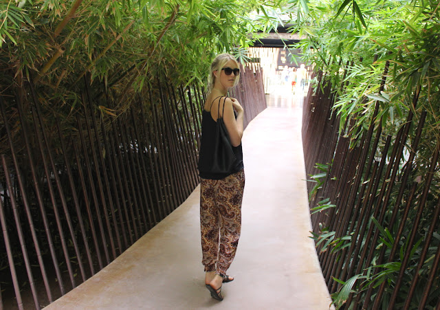 TheBlondeLion Outfit Paisley Pants http://www.theblondelion.com/2015/07/look-paisley-pants-thoughts-green-fashion.html