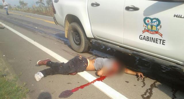 Motociclista morre após colidir de frente com caminhonete da prefeitura