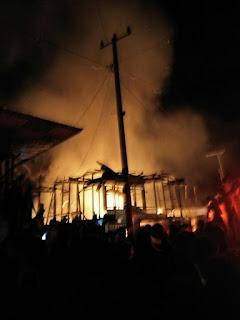 Lubuk Layang Membara Belasan Rumah Terbakar