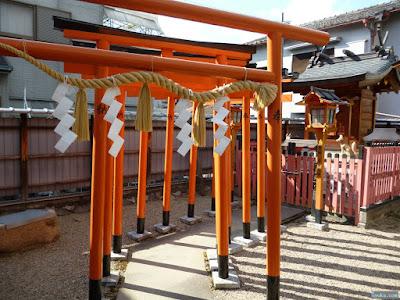 東成区中道の八阪神社松本稲荷大神鳥居