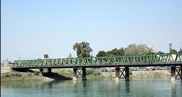 القوات العراقية تسيطر على جسر الموصل غرب المدينة