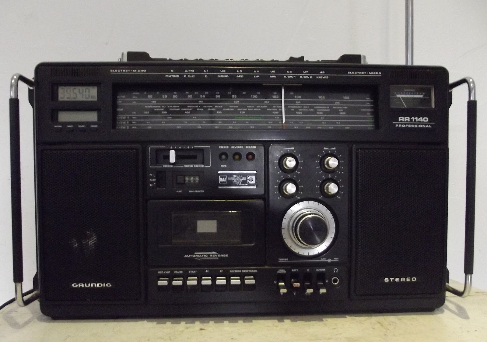 ancienne radio poste transistor grundig rr1140 professional boombox. Black Bedroom Furniture Sets. Home Design Ideas