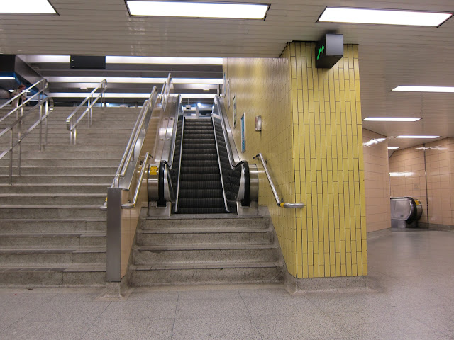 Christie station escalator with stairs